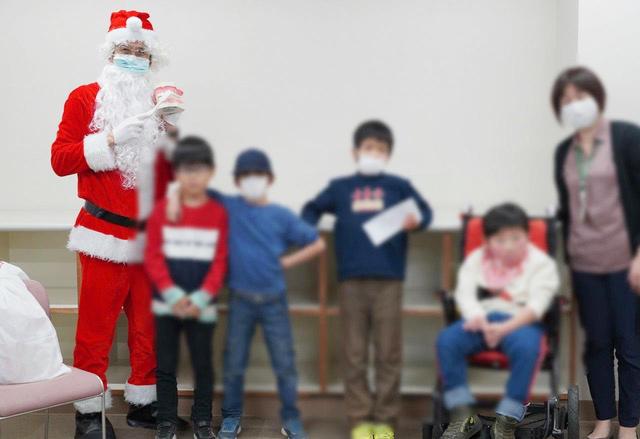 子供たちにクリスマスプレゼント
